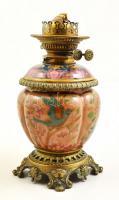 cca 1880 Zsolnay petróleumlámpa, kézzel festett porcelánfajansz test, bronz szerelékekkel, apró kopás nyomokkal, bura hiányzik, m:30 cm