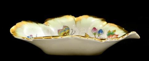 Herendi Viktória mintás leveles tálka, kézzel festett, jelzett, kopásnyomokkal, 15 x 8,5 cm