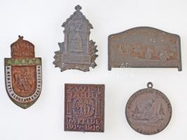 Osztrák-Magyar Monarchia 5db-os vegyes jelvény tétel, benne 1914-1916. Két év a harcmezőn 1914-1916 Zn sapkajelvény, K.u.K. KRIEGSMINISTERIUM KRIEGSFÜRSORGEAMT gyártói jelzéssel (27x30,5mm) + ~1915. A Nemzeti Áldozatkészség Szobra zománcozott Br jelvény, hátlapon HIVATALOS KIADVÁNY felirattal, vízszintes tűvel (47x25mm) + 1916. A Világháború Emlékére 1914-16 / VIRIBUS UNITIS hadifém emlékmedál (30mm) + 1917. Csak Előre! - 81. Tábori tarack ezred tombak sapkajelvény. Szign.: BRÜDER SCHNEIDER WIEN (28x47mm) + 1917. 4. Karácsony a fronton 1917 Zn jelvény, hátoldalon Winter & Adler - Bécs gyártói jelzéssel (30x43mm) T:2,2- patina Austro-Hungarian Monarchy 5pcs of various badged, including 1914-1916. Zwei Jahre im Felde 1914-1916 (Two Years on Battlefield 1914-1916) Zn cap badge, with K.u.K. KRIEGSMINISTERIUM KRIEGSFÜRSORGEAMT makers mark (27x30mm) + ~1915. Statue of the National Generosity enamelled Br badge with horizontal pin, on the back HIVATALOS KIADVÁNY (Official issue) (47x25mm) + 1916. Memory of the World War 1914-16 / VIRIBUS UNITIS tombac commemorative medal (30mm) + 1917. CSAK ELŐRE! - K.U.K. FELDHAUBITZ REGIMENT No. 81. tombac cap badge. Sign.: BRÜDER SCHNEIDER WIEN (28x47mm) + 1917. 4. Weihnachten im Felde 1917 Zn badge, with Winter & Adler - Wien makers mark on reverse (30x43mm) C:XF,VF patina