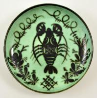 Iparművészeti Vállalatos Gorka rákmotívumos tál, festett mázas kerámia, jelzett, apró kopásnyomokkal, d: 24 cm