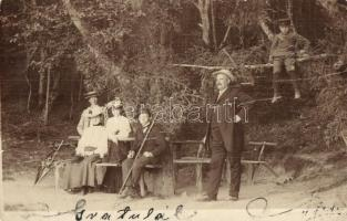 1906 Szobránc, Sobrance; előkelő társaság kirándulása, faágon ülő fiú / gentleman and ladies, hikers, boy sitting on a tree branch. photo (EK)