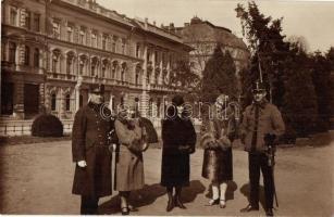 1930 Főtisztek békeidőben kimenőben előkelő hölgyek társaságban / Hungarian military officers in peace time with elegant ladies. photo