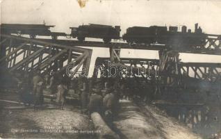 1915 Przemysl, Die zerstörte Bahnbrücke wieder hergestellt / WWI K.u.k. military, destroyed railway bridge being reconstructed by soldiers (crease)