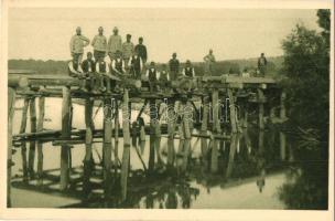 Stavba mostu u Kalusze / Brückenbau bei Kalusz 1915 / WWI Austro-Hungarian K.u.K. military pontooners building a bridge in Kalus (Ukraine)