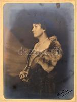 cca 1920 Franz Löwy bécsi műtermében készült vintage fénykép, 22,5x17 cm, karton 36x25 cm