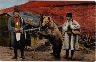 Salutari din Romania. Editura Galeria de Cadouri Ad. Maier & D. Stern, Bucuresti / Greetings from Romania with bear
