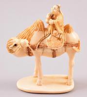 XX. század eleje necuke, faragott elefántcsont figura, jelzett, m: 4,5 cm