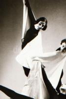 cca 1936 Leichtner Erzsébet budapesti műterméből, mozgásművészeti kompozíció, Szentpál Olga tánccsoportjának tagjairól, szabadon felhasználható negatív, 5x3,8 cm