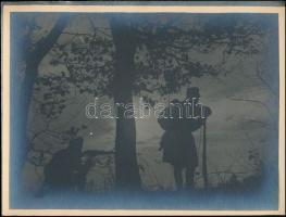 1918 Katonák este a fronton, jelzetlen művészi fotó, későbbi (kb. 1920-1930) előhívás, 18×24 cm