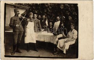 1920 Örkény-tábor, katonák ebédlőasztalnál combhússal és hegedűssel / Hungarian soldiers at the dining table. photo