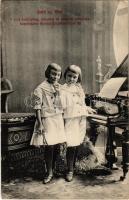 Lorli és Wini 8 éves toubaphon, xilophon és zongora művészek. Impressario Kovács Erzsébet körút 39. / Hungarian girl musicians with xylophone, piano and tubaphone (EK)