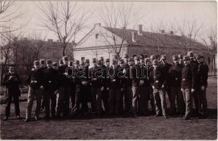 Katonák a tisztképzés szünetében a Ludovika udvarán / WWI Austro-Hungarian K.u.K. military, soldiers during a break of their military officer training. photo