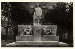 Budapest Klebersberg Kúnó szobor