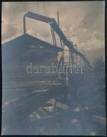cca 1931 Kinszki Imre (1901-1945) budapesti fotóművész hagyatékából, pecséttel jelzett, vintage fotó (Öntöző berendezés a zuglói bolgárkertészetben), 8x6 cm