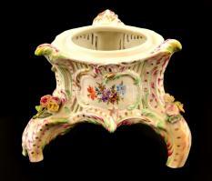 Herendi virágmintás porcelán háromlábú tartó, kézzel festett, jelzett, hiányos, több helyen sérüléssel, 20×15 cm