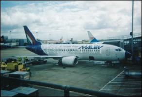 MALÉV HA-LEG - Boeing 737-3Y0 típusú repülőgép, 8,5×12,5 cm