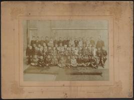 cca 1910-1920 Vegyes fotó tétel, 5 db, közte tablófotóval, fotó kartonon, Bp., Hunnia, Goszleth, Koncz V., Uranus (2db) műtermekből, közte kopott, és foltos kartonokkal, 14x10 cm és 15x22 cm közötti méretben