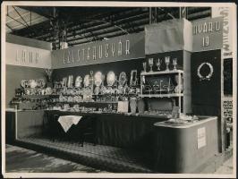 cca 1938 A Láng  Ezüstárugyár kiállító standja a BNV-n, Szántó F. vintage felvétele, 17,5x23,5 cm