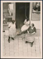 1931 Kinszki Imre (1901-1945) budapesti fotóművész által feliratozott vintage fotó a hagyatékából (Plaudrei), 8,5x6,1 cm