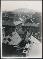 cca 1935 Kinszki Imre (1901-1945) budapesti fotóművész hagyatékából jelzés nélküli, vintage fotó (Háztetők), 8,7x6,2 cm