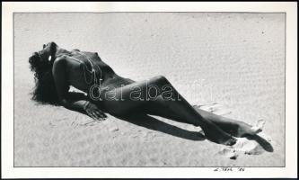 1986 L.Tóth aláírt alkotása, finoman erotikus fotó, 14,5x24 cm