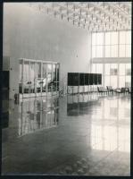 cca 1978 SOTE Nagyvárad téri Elméleti Tömb épületének belső teréről készült fotók, 26 db, fekete-fehér fotók, közte egy színes, egy fotón gyűrődéssel, 18x24 cm és 16x22 cm közötti méretben