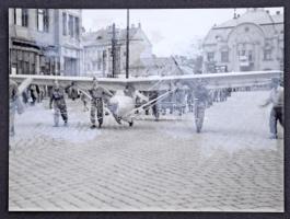 cca 1960 Katonai repülők, repülősök, gyakorlatok, albumba ragasztott fotók, 37 db, 9×12 cm