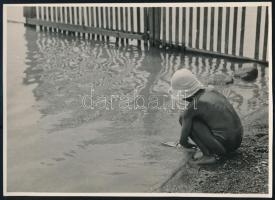 cca 1933 Kinszki Imre (1901-1945) budapesti fotóművész aláírt, pecséttel jelzett vintage fotóművészeti alkotása (Nyár), 13x17,5 cm