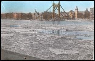 cca 1945 Budapest, a felrobbantott Erzsébet híd maradványa, vintage diapozitív felvétel Fekete György (1904-1990) budapesti fényképész hagyatékából, 24x36 mm