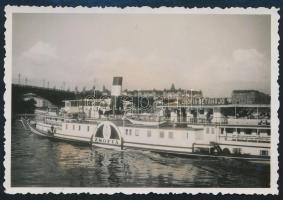 1934 Budapest, Zsófia sétahajó a Dunán, hátoldalon feliratozott fotó, 6×8,5 cm