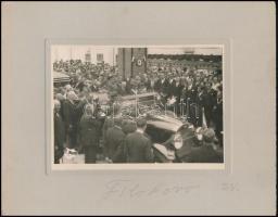 1930 szeptember 13. Masaryk (1850-1937) látogatása a füleki Edénysajtoló és Zománcozó Művekben, kartonra kasírozott fotó, 12×17 cm