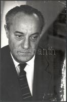 1968 Ferencsik János (1907-1984) portréja, feliratozott sajtófotó, sérüléssel, szakadással, 30×20 cm