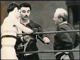 1972 Papp László és tanítványa a ringben, sajtófotó, 18×24 cm