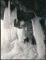 1966 Lillafüred, ritka természeti jégképződmény, hátoldalon feliratozott sajtófotó, 16×12 cm