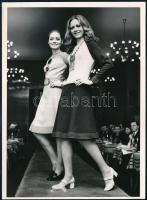 1972 Komlós Lili: Ez a divat, pecséttel jelzett sajtófotó, 18×13 cm