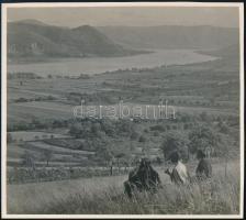 cca 1935 A Duna kanyarulata a Kismaros feletti Gál-hegyről, feliratozott, pecséttel jelzett vintage fotó Kinszki Imre (1901-1945) budapesti fotóművész hagyatékából, 18x20 cm