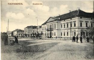 Nagykikinda, Kikinda; Erzsébet tér, Törvényszék, piaci árusok, kerékpáros / square, court, market vendors, man with bicycle