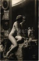 Erotic nudy lady with erotic sculpture. A. Noyer 4068. Made in France