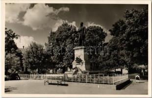 1940 Rimaszombat, Rimavská Sobota; Tompa Mihály szobra. Kiadja Marosi József / statue of Mihály Tompa