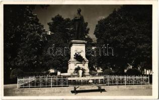 1943 Rimaszombat, Rimavská Sobota; Tompa Mihály szobra. Kiadja Marosi József / statue of Mihály Tompa