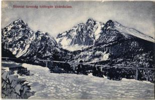 Tátra, Magas Tátra, Vysoké Tatry; Boszniai társaság tobogán kirándulása, téli sport, szánkó / winter sport in the High Tatras, sledding people