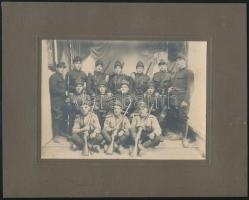 cca 1925 Katonai csoportkép ismeretlen műteremben, kartonra kasírozott fotó, 12x17 cm, karton 20x25 cm
