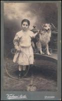1905 Nyíregyháza, Vadnai Béla fényképész műtermében készült fénykép, datálva, 21,5x13 cm