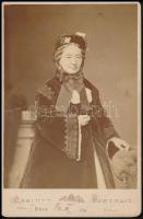 cca 1870 Gévay pesti fényképész műtermében készült (3539. számú) felvétel, kabinetfotó méretben, hátoldalán felragasztás nyoma, 16x10,5 cm