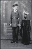 cca 1943 Folyamőrség matróza a kiskunfélegyházi Marika fotóműteremben, mai nagyítás, 15x10 cm