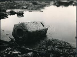 cca 1974 Kalocsai Rudolf (?-?) budapesti fotóriporter és fotóművész hagyatékából, feliratozott vintage fotó (Védelmet a környezetnek), a magyar fotográfia dokumentarista korszakából, 18x24 cm