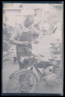 cca 1950 Motorkerékpár, a család büszkeségét mindenki felpróbálta, 6 db szabadon felhasználható vintage negatív, 6x9 cm