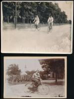cca 1900-1930 Kerékpárosok, 2 db fotó, 6×9 és 7,5×10 cm