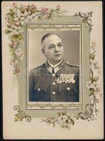 cca 1940 Drágói Szemes Vazul ezredes fotója, díszes kartonlapon, 7x6 cm