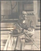 1928 Férfi a padon, jelzetlen fotó, 29×23 cm